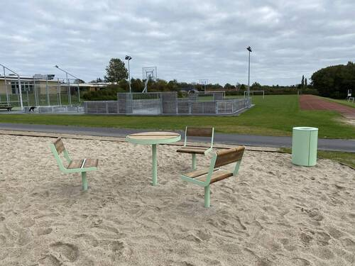 Helårsaktivitetsbane ved Aksen mellem skole og fritidscenter